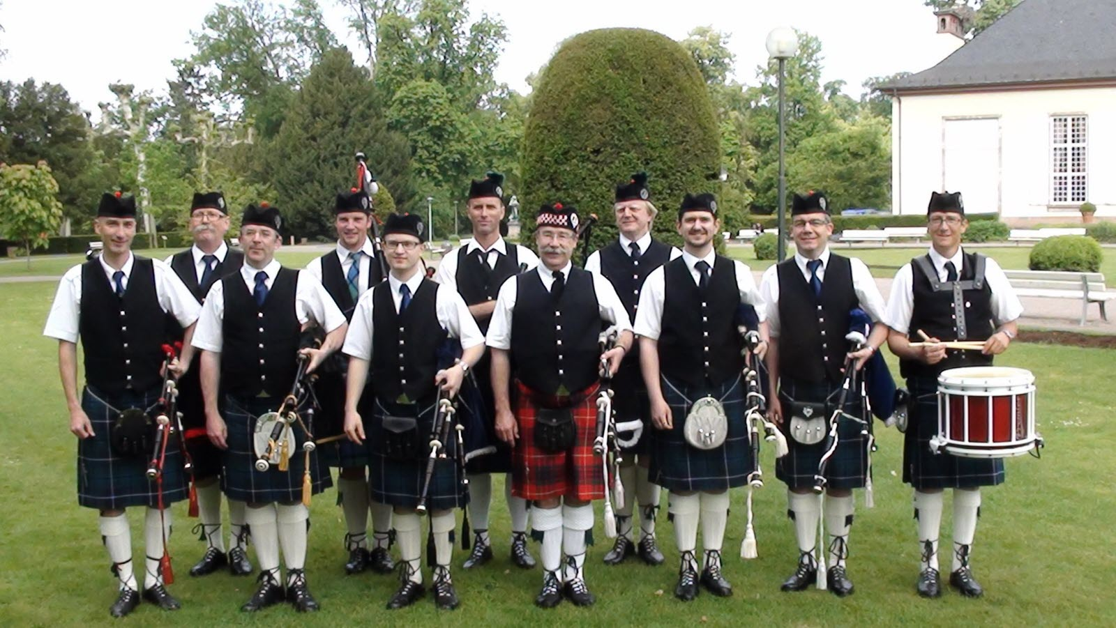 Highland Dragoons Pipe Band
